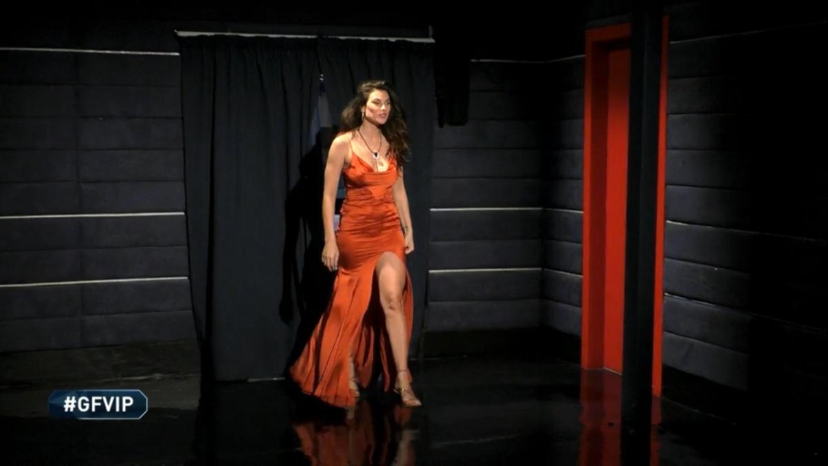 GF Vip: l'abito con il maxi spacco di Dayane Mello