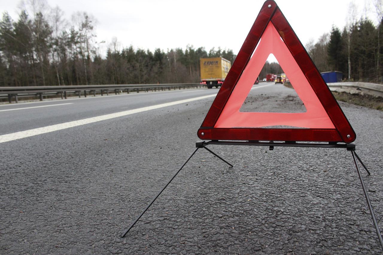 Triangolo in mezzo alla strada