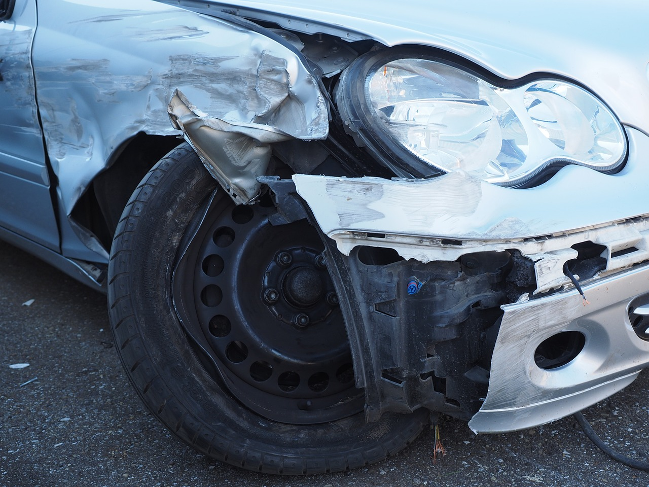Incidente stradale tra auto