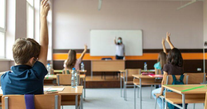 Studente di 13 anni si getta dalla finestra della classe