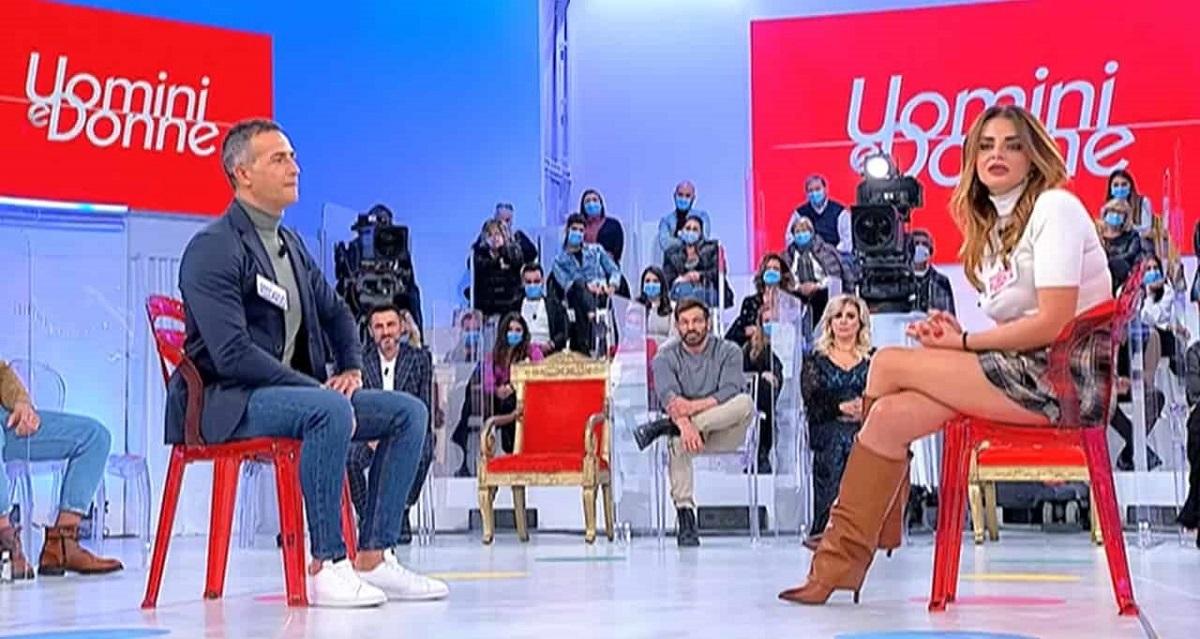 UeD: Riccardo Guarnieri esplode di gelosia lascia lo studio