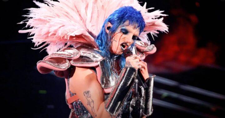 Achille Lauro piange lacrime di sangue alla prima esibizione a Sanremo: come ha fatto, la spiegazione del trucco