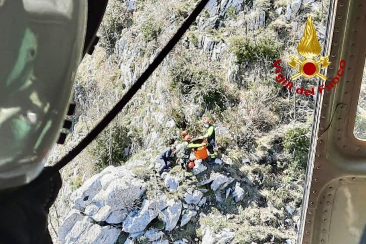 Salerno, uomo precipita e rimane ferito nel tentativo di salvare il suo cane, che è purtroppo morto
