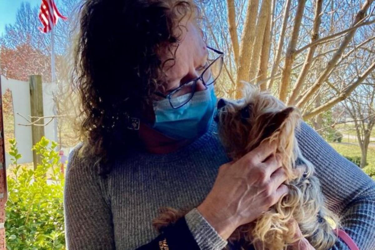 Il cagnolino Connor è tornato a casa dopo 13 anni