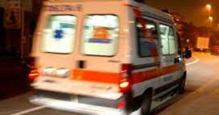 Giovane donna allerta i soccorsi per un parto in casa: il bimbo è morto