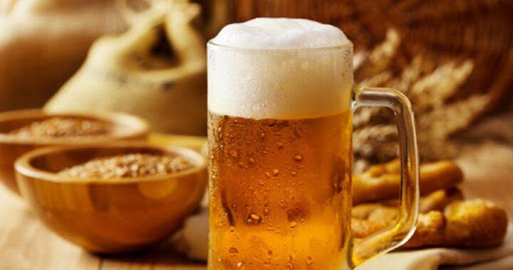 Perché non dovresti fare pipì subito dopo aver bevuto la prima birra