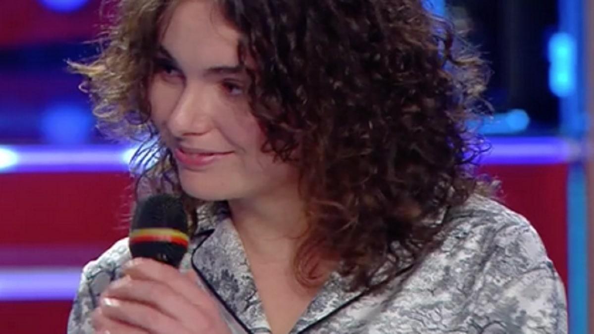 Madame canta