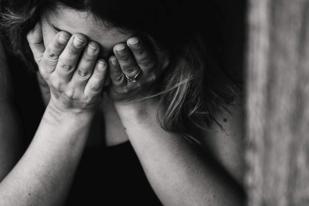 Donna denuncia i maltrattamenti del suo ex