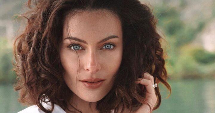 Paola Turani, avete mai visto la sua casa di campagna? Un nido d'amore fiabesco per la modella, ciò che si vede dalle finestre vi lascerà a bocca aperta