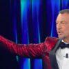 Sanremo 2021: Amadeus ferma l'esibizione