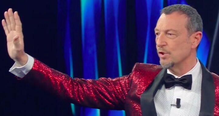 Sanremo 2021, Amadeus costretto ad interrompere l'esibizione manda la pubblicità. Cos'è accaduto