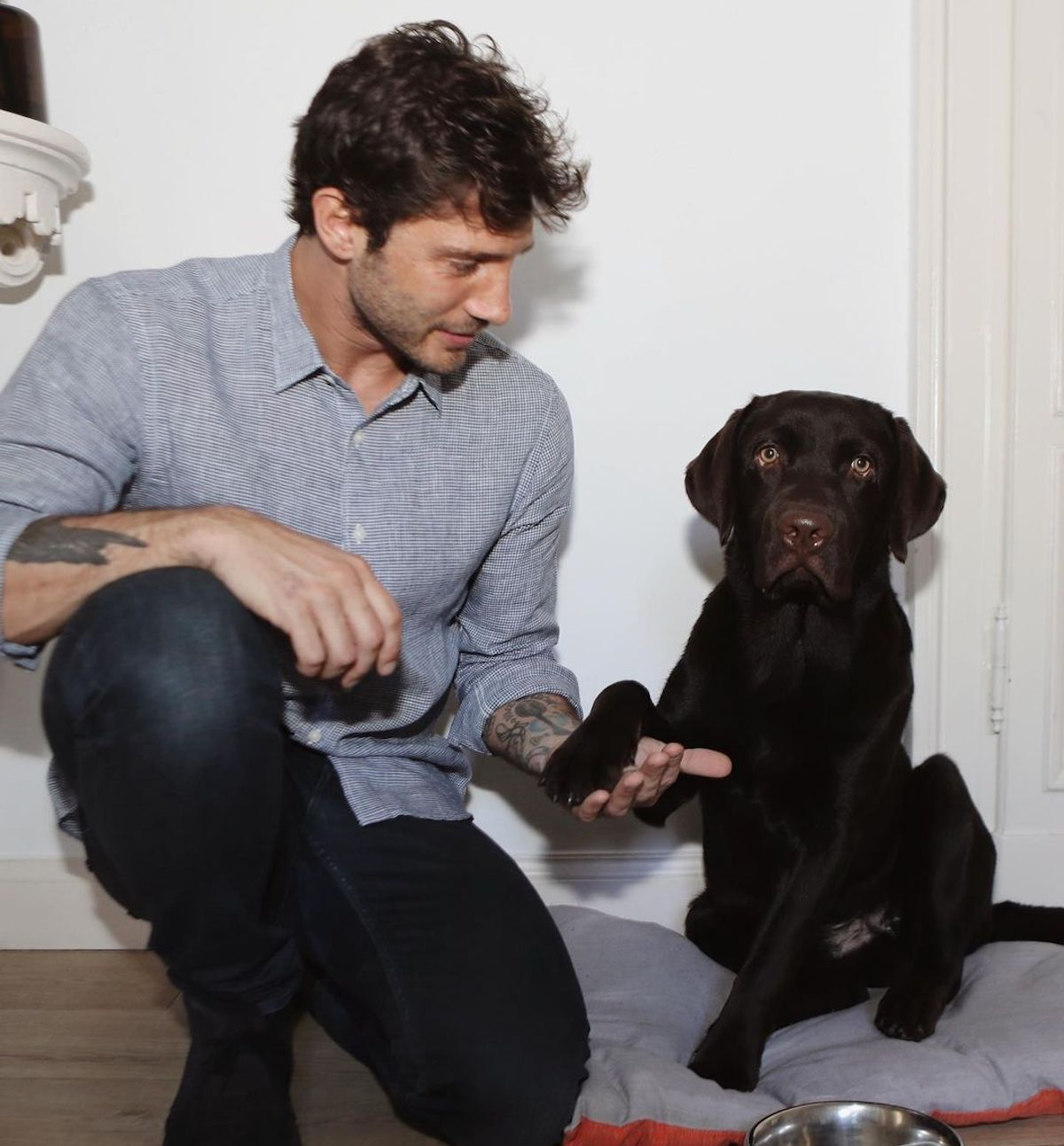 Presentatore col suo cane