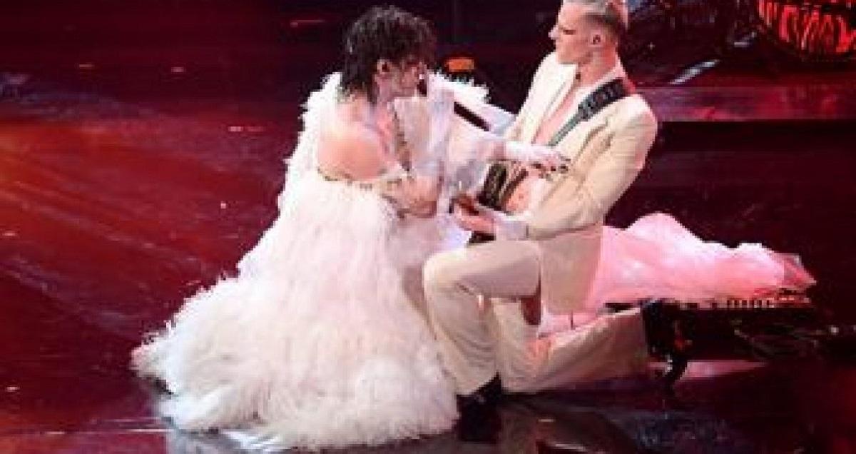 Achille Lauro vestito da sposa