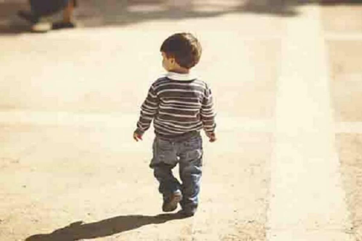 bambino 3 anni solo