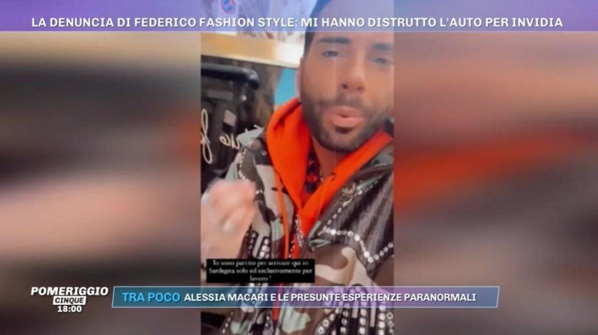 Federico Fashion Style, danneggiata l'auto