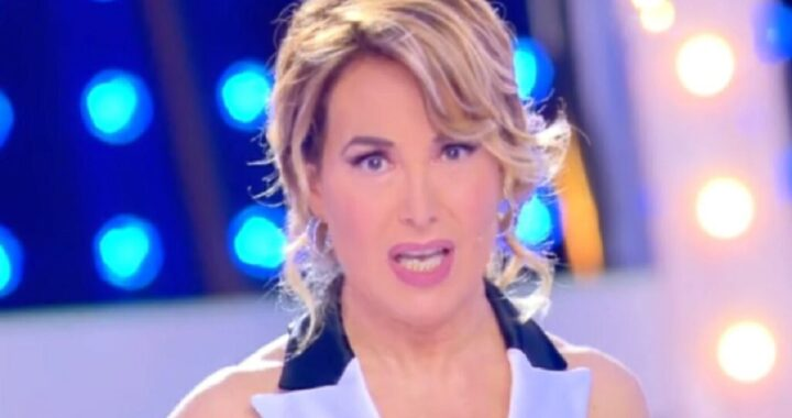 """Barbara D'Urso, panico in studio: """"C'è stato un boato"""". E manda la pubblicità"""