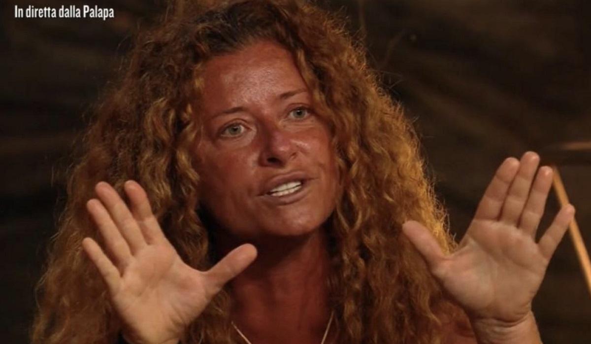 L'Isola dei Famosi: Valentina Persia crollo in diretta