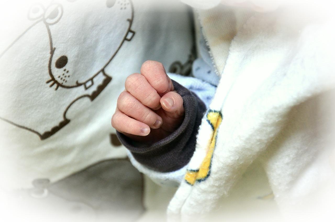 neonato di 10 giorni positivo alla Covid-19