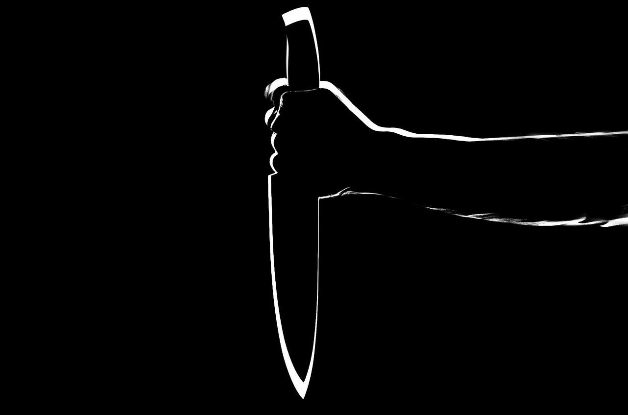 Donna uccisa con un coltello