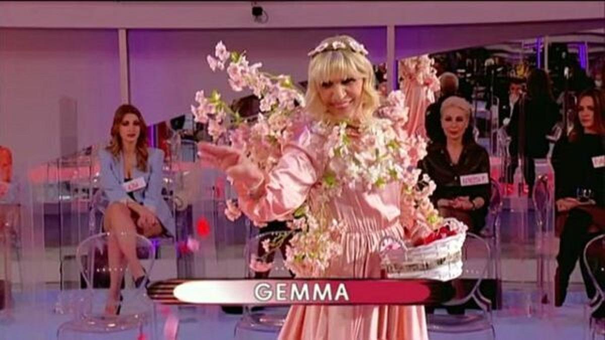 """UeD, il look di Gemma attira l'attenzione di Tina: """"Sembri nonna albero"""""""