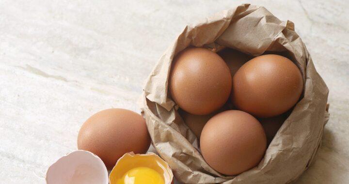 Perché le uova non vanno lavate prima di riporle in frigo? Il vero motivo