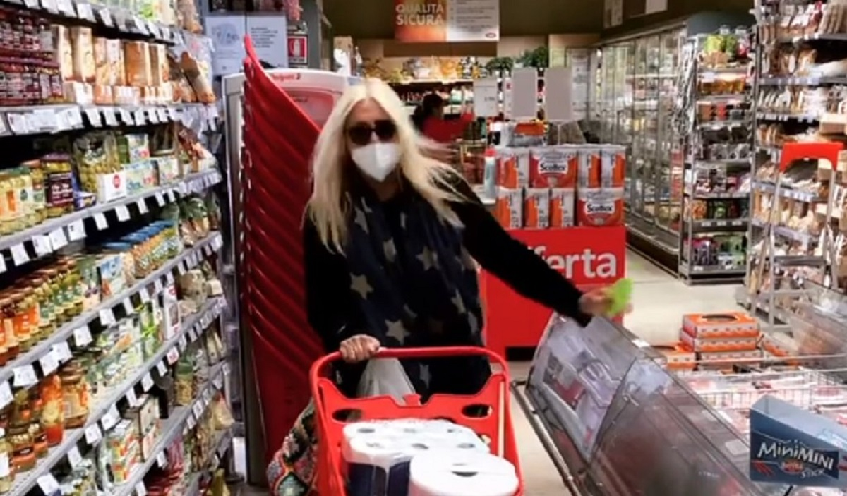 conduttrice al supermercato