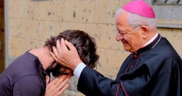 """Il parroco di Perugia ha deciso di lasciare la tonaca: """"voglio provare a vivere quest'amore"""""""