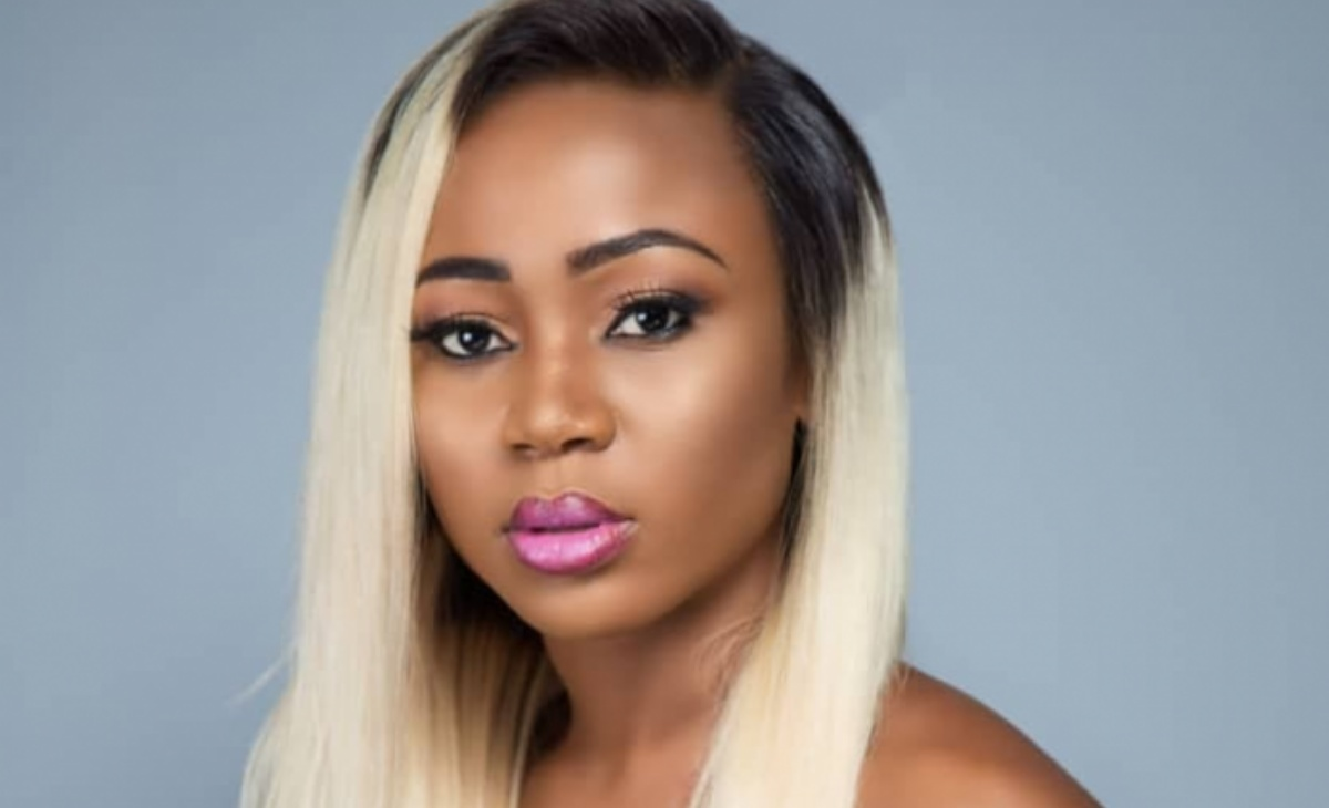 Rosemond Brown, attrice ghanese, arrestata per una foto