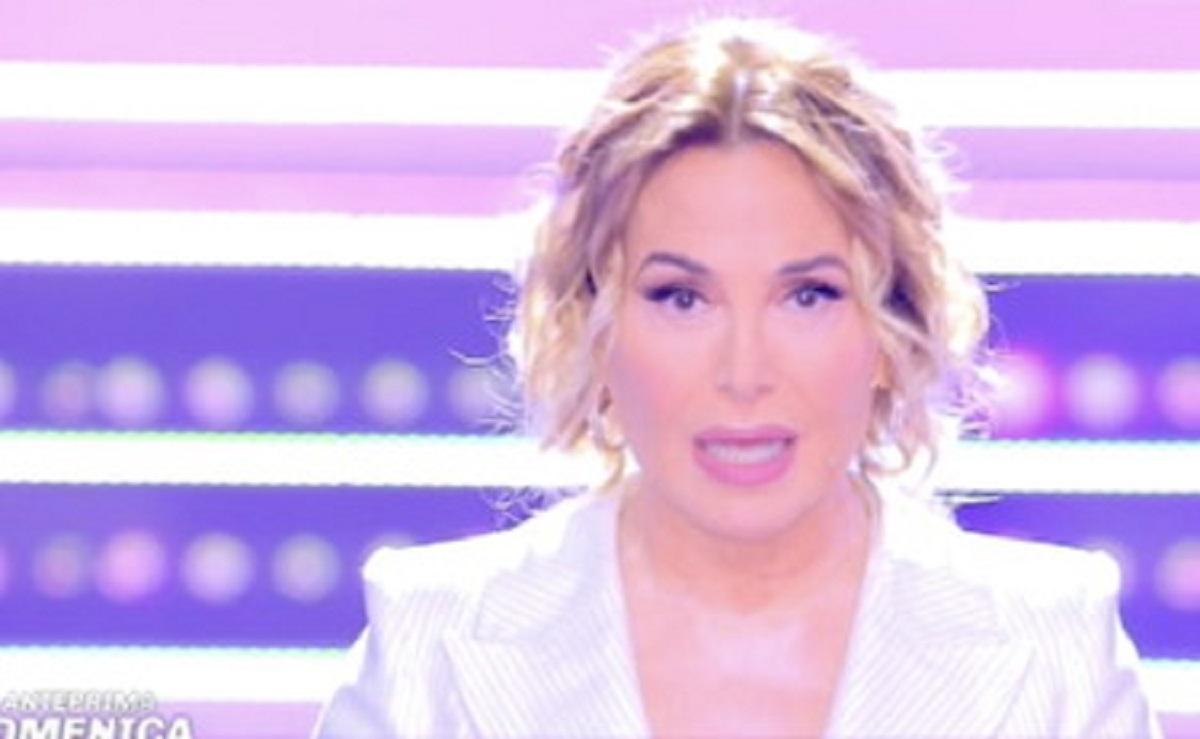 Barbara D'Urso chiude il microfono a Paolo Brosio