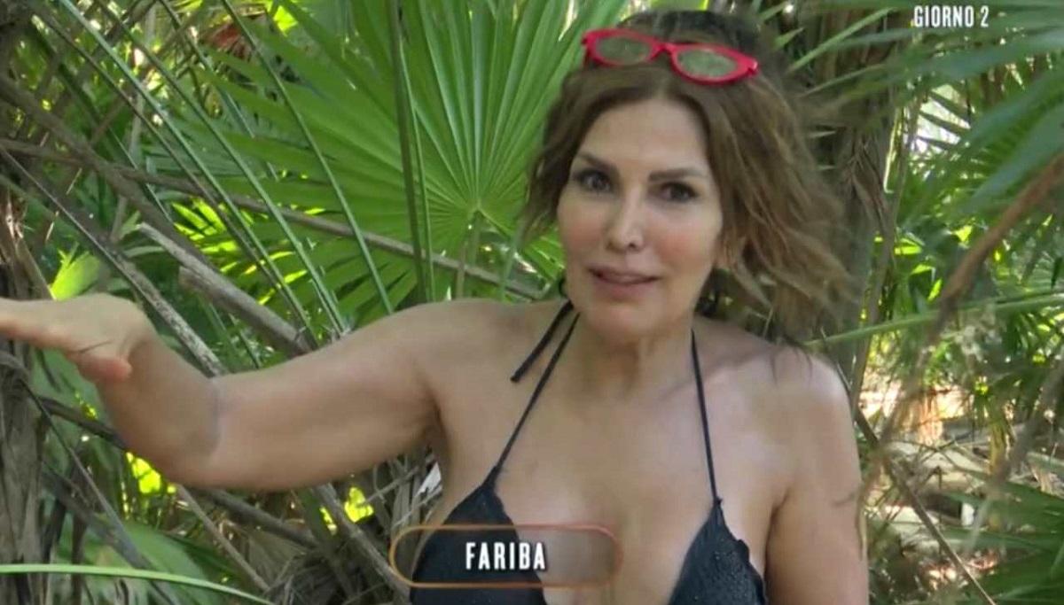L'Isola dei Famosi: Fariba ha messo gli occhi su un naufrago