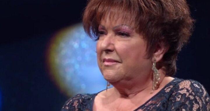 """Orietta Berti scoppia in lacrime sul palco: """"Non ci vedo più"""""""