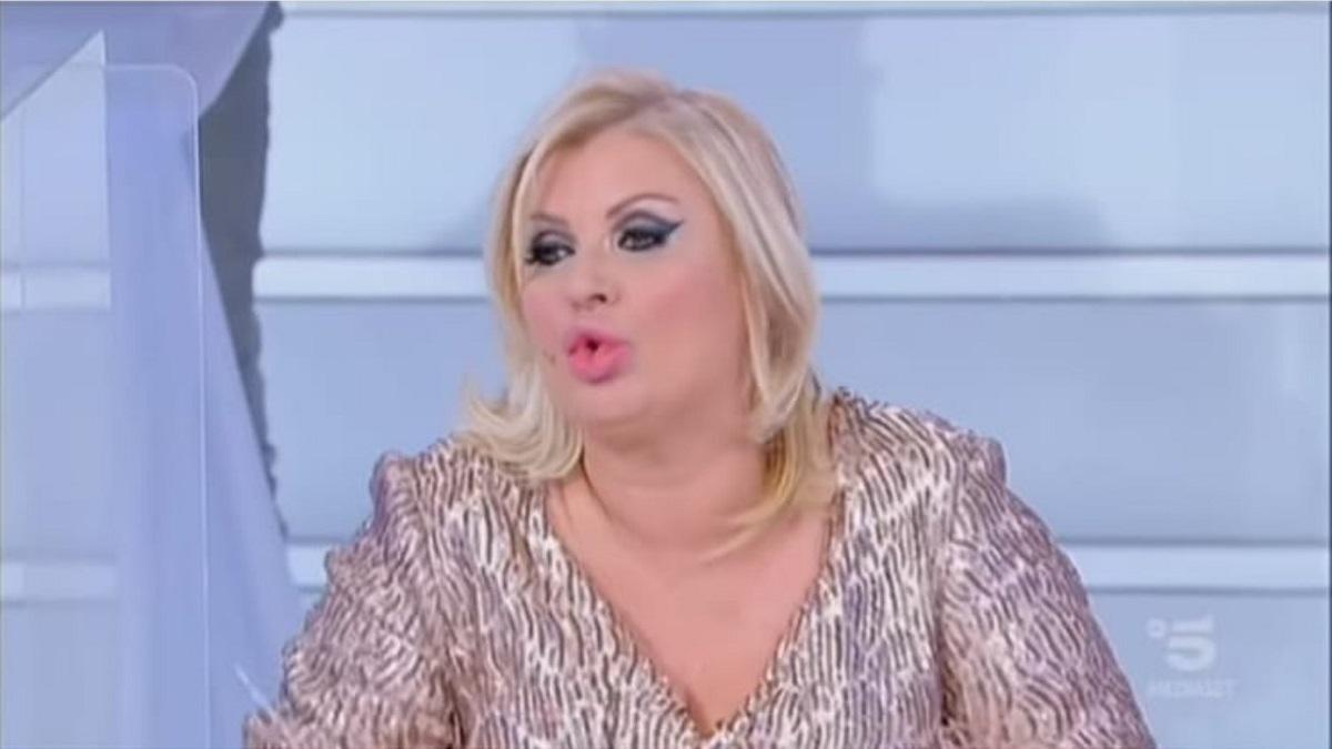 """UeD, Tina Cipollari minaccia: """"Distruggo la regia oggi!"""""""
