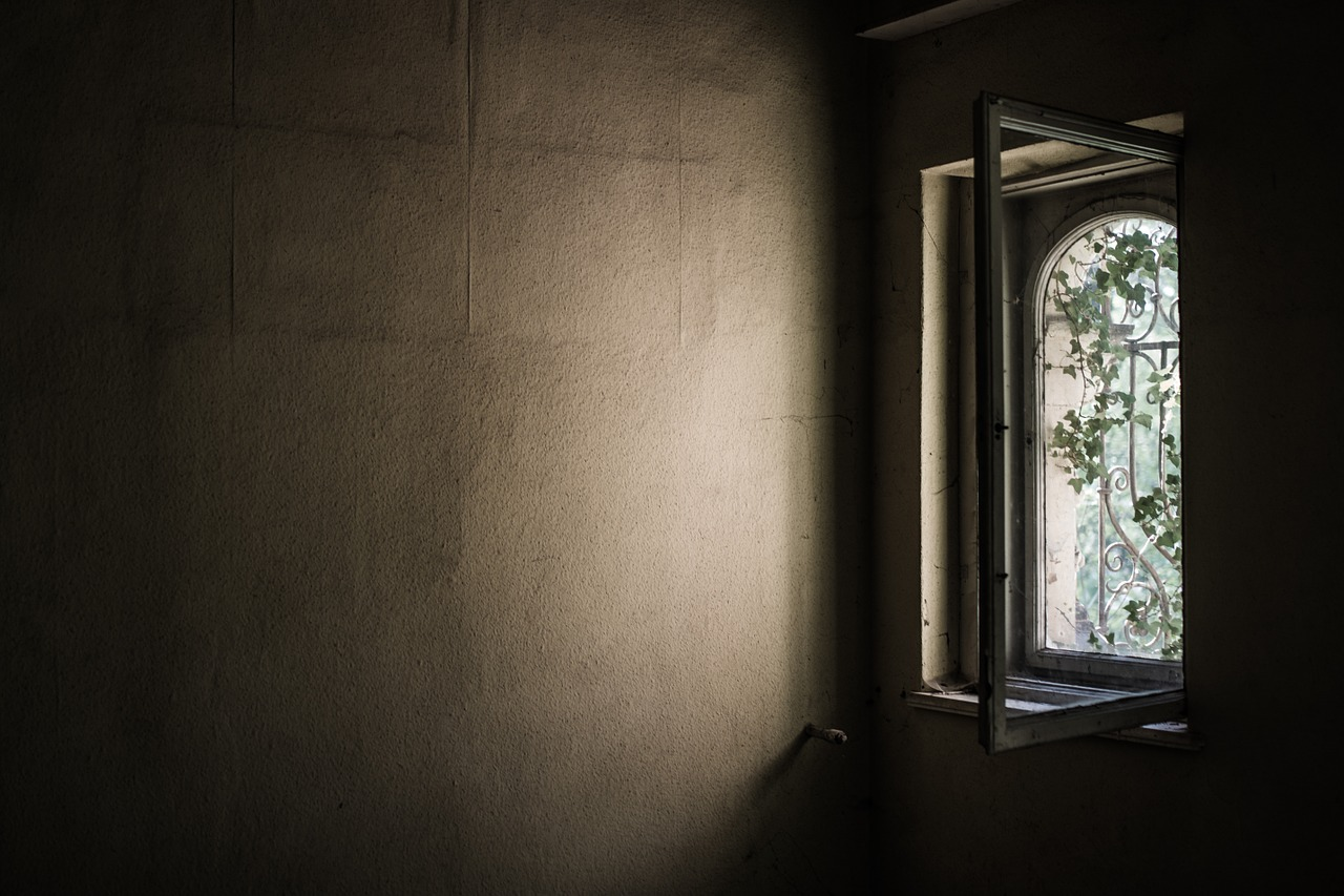 Finestra aperta in casa