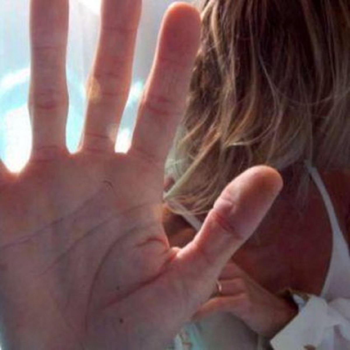 padre difende gli stupratori