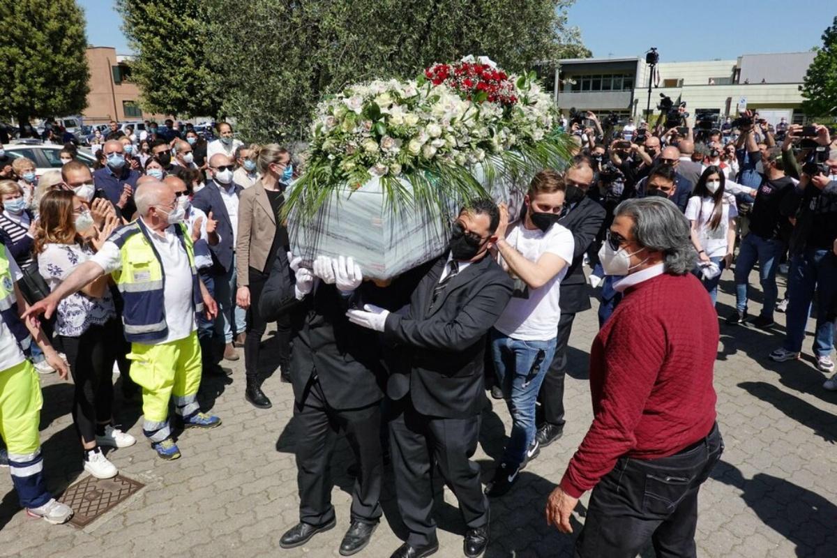 Commozione durante i funerali di Luana D'Orazio