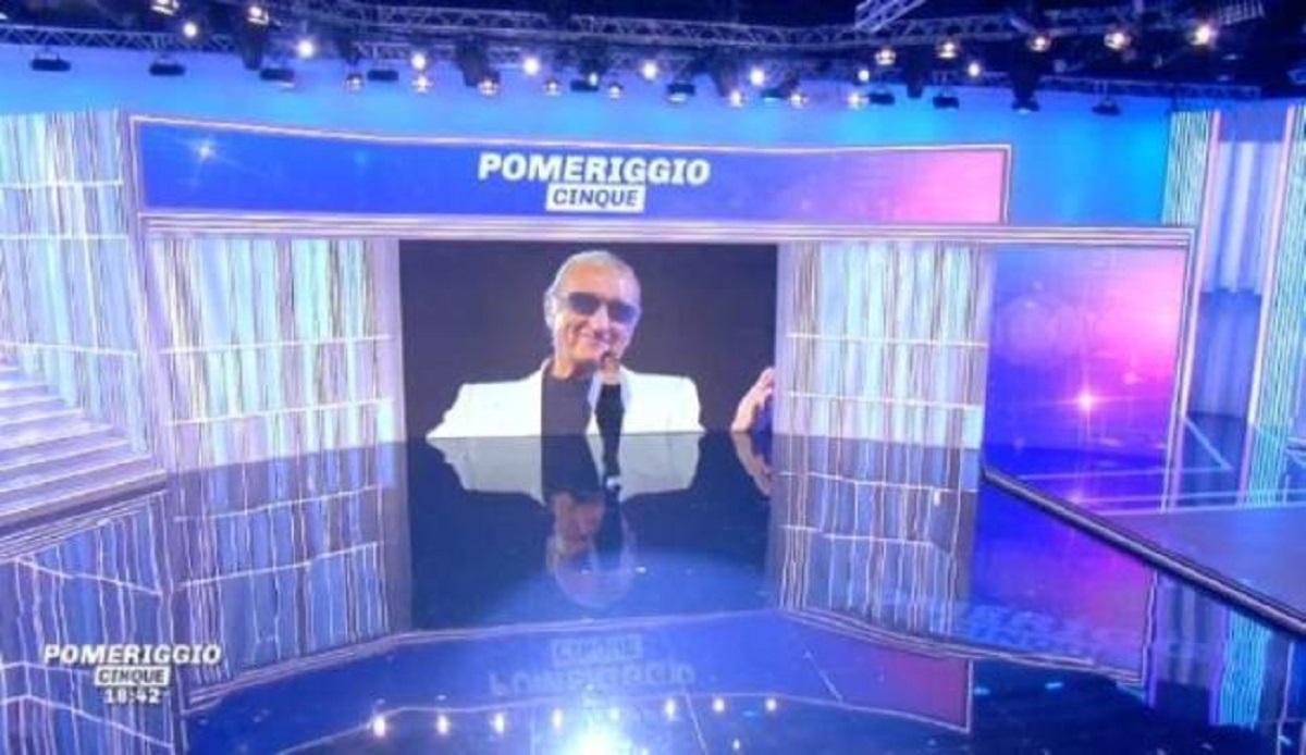 """Barbara D'Urso a Pomeriggio 5: """"Augurissimi"""", l'artista è morto nel 2013"""