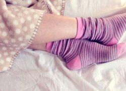 gambe con calzini