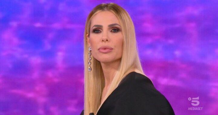 """Isola dei Famosi: """"È la prima volta che succede"""" rivela Ilary Blasi in diretta"""