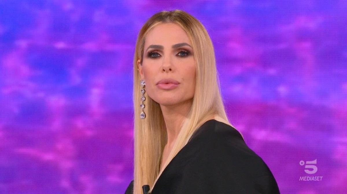 """Isola dei Famosi: """"È la prima volta che succede"""" Ilary Blasi"""