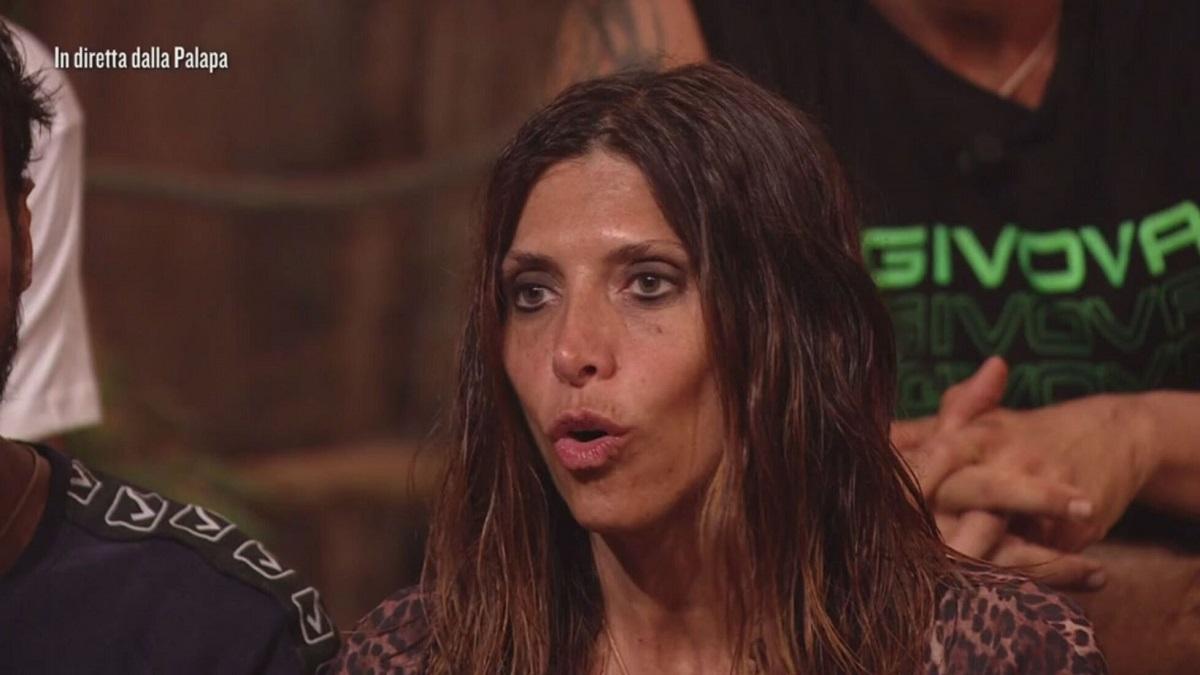 sola dei Famosi, Emanuela Tittocchia sbotta contro Awed
