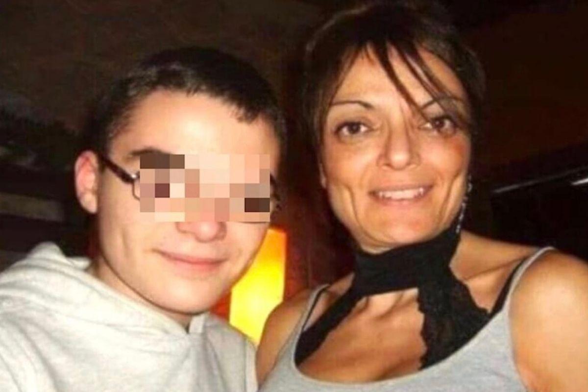 mamma ragazzo suicidatosi omofobia