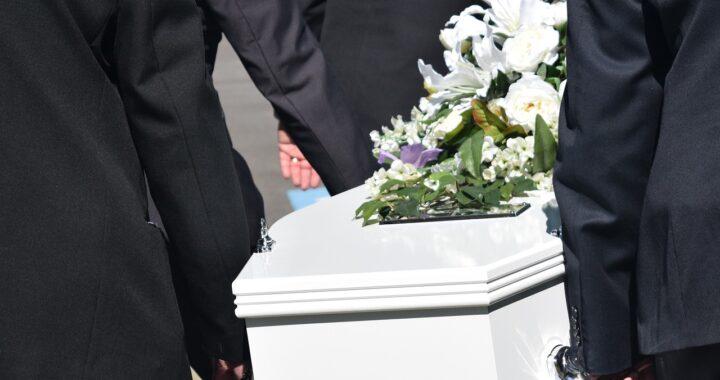 Mirko morto per difendere la madre dall'ex, oggi i funerali