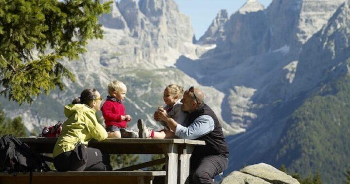 7 accessori da portare assolutamente con te durante una vacanza in montagna