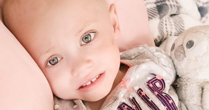 La piccola Eliza Moore non ce l'ha fatta: la star di TikTok di due anni si è arresa al cancro