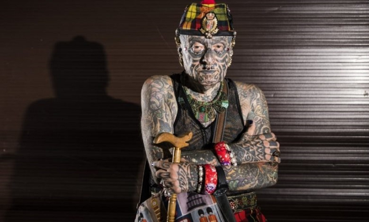 morte uomo più tatuato