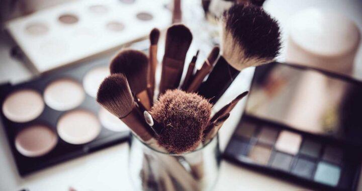 Gli accessori indispensabili per il make up di cui non potrai fare a meno