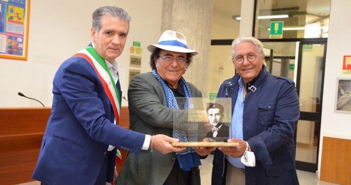 Al Bano: Cellino San Marco, consegnata la targa in memoria del papà Carmelo
