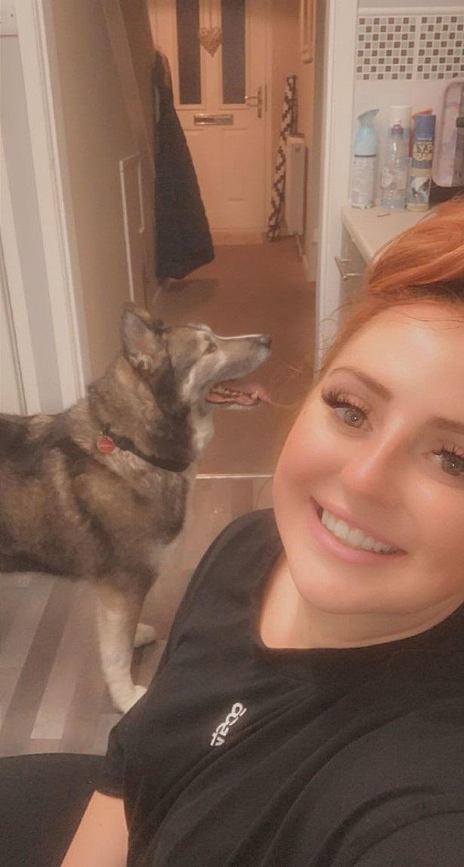 Mia Flynn e l'husky