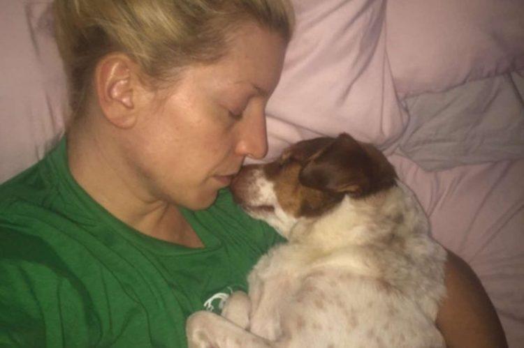 George dorme con la mamma