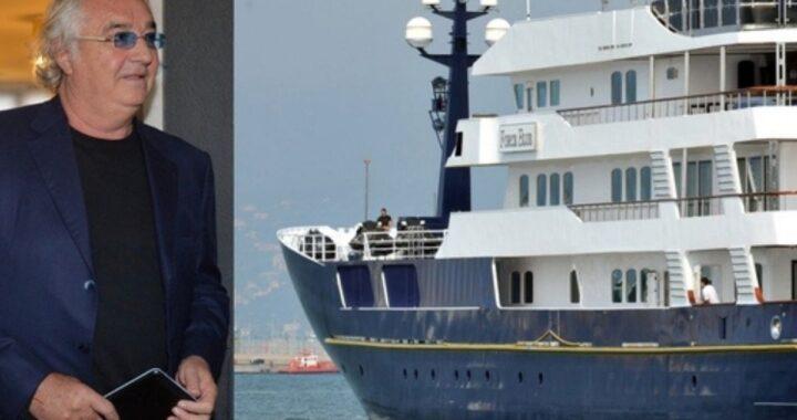"""Flavio Briatore, la stoccata del Fatto Quotidiano: """"Frigna per lo yacht, ma ha un'amnesia"""""""